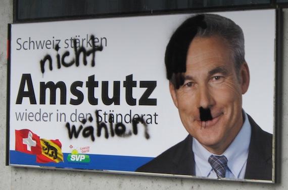 Verunstaltetes Plakat von Adrian Amstutz